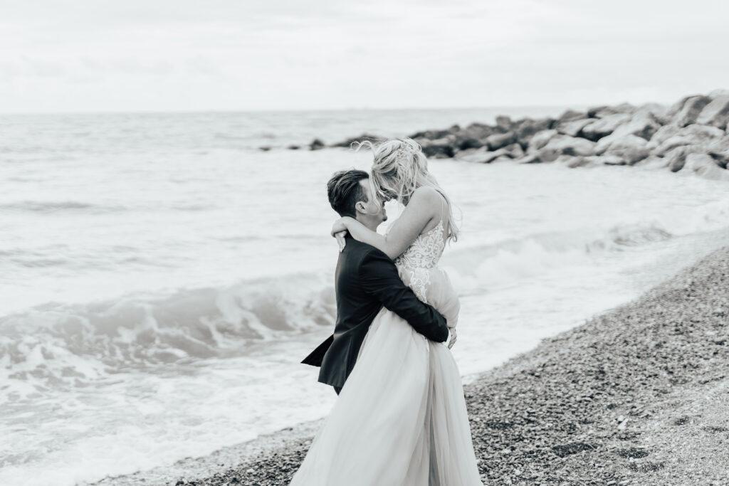 romantic Kent wedding shoot by the beach