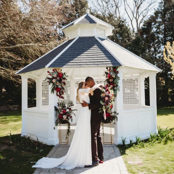 Couple kiss outside Pavilion at Hayne House